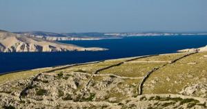 stone-desert-landscape-and-sea-xbrchx-fotolia.com